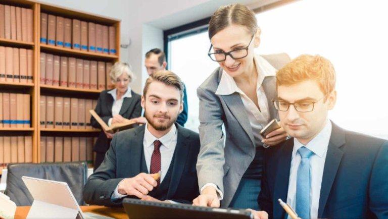 Jak program dla kancelarii prawnej może ułatwić codzienną pracę?