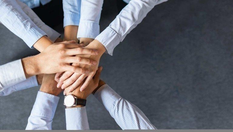 Praca hybrydowa – katalizator pozytywnych zmian[Materiał partnerski]