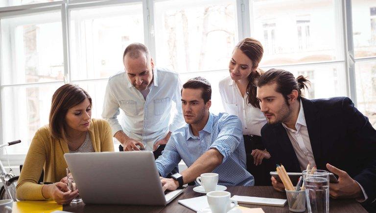 Poznaj Dynamics 365 Customer Insights irozwijaj swój biznes