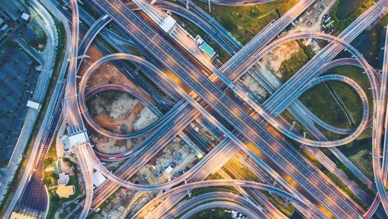 Branża logistyczno--transportowa wkracza na poziom 4.0